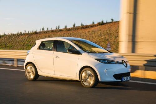 Diferencias entre conducir un coche eléctrico y uno tradicional
