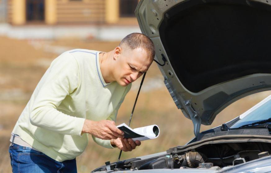 Manual del coche: ¿por qué es tan importante leerlo?