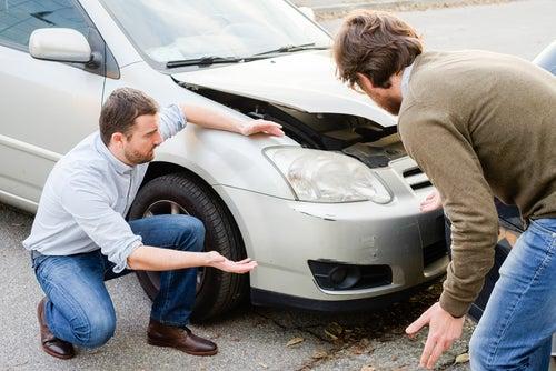 Qué hacer si te dan un golpe en el coche y se fugan