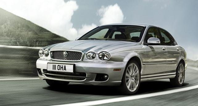 Jaguar X-Type.