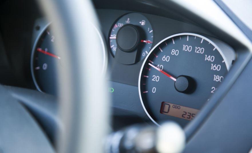 Límite de velocidad en los coches.