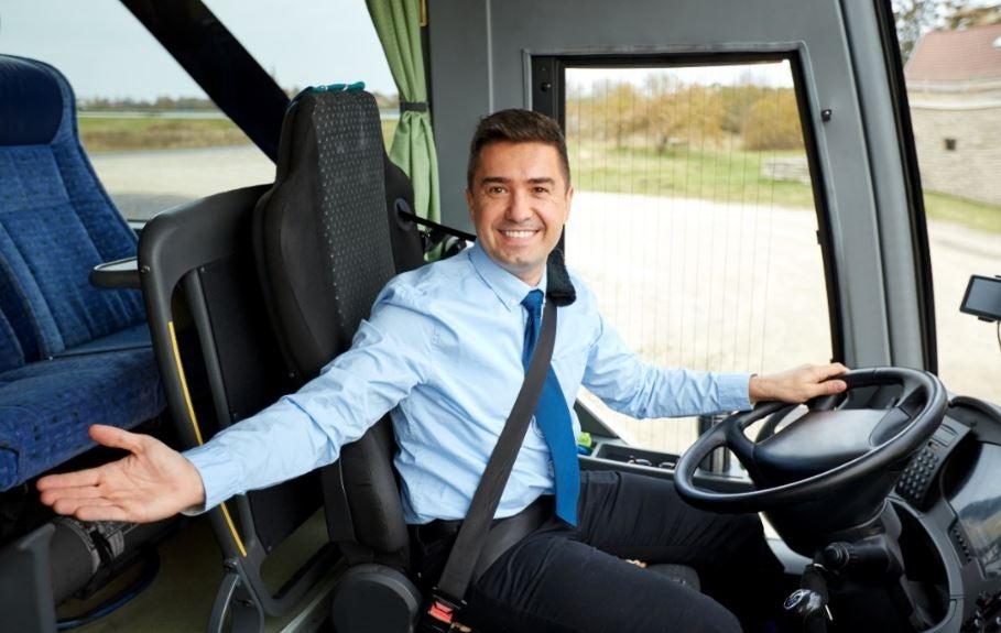 Viajar en autobús con cinturón de seguridad.