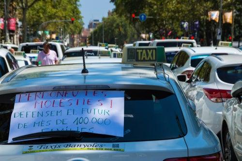 La guerra de los taxis contra Uber y Cabify