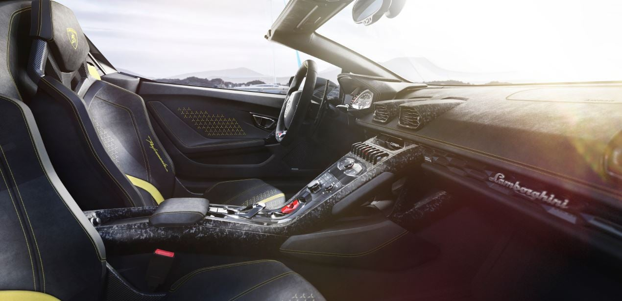 Interior del Lamborghini Huracán Performante Spyder.