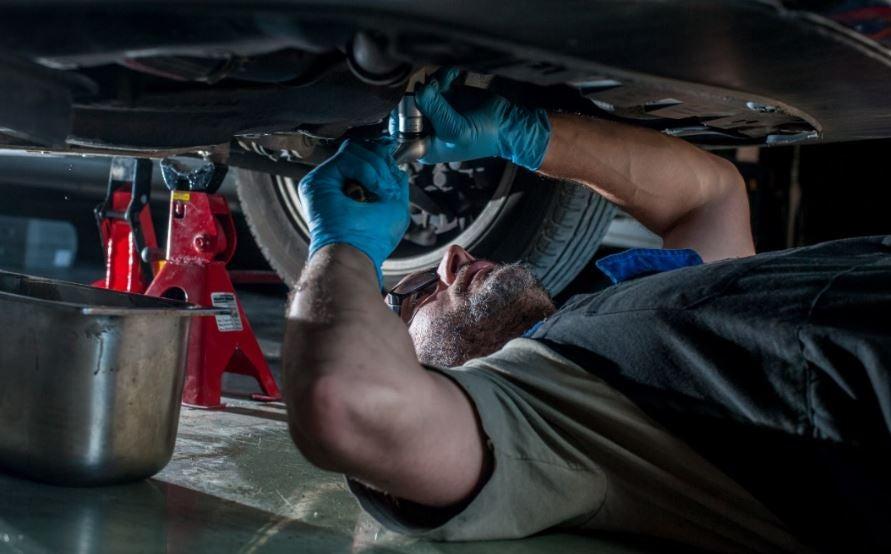 Problemas para reparar tu coche.