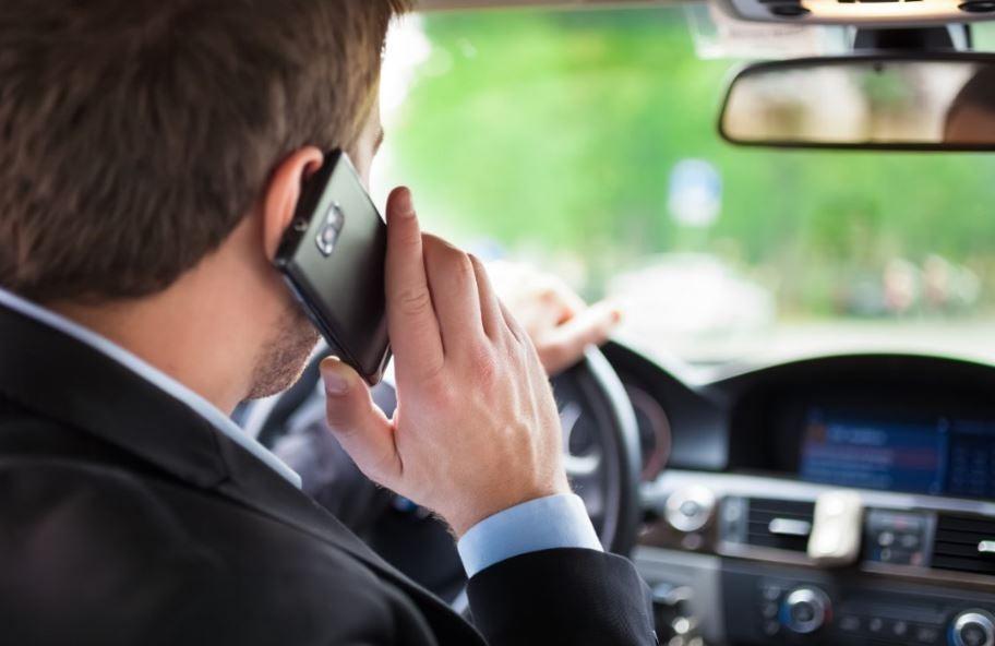 DGT quiere que se paguen daños por uso del móvil