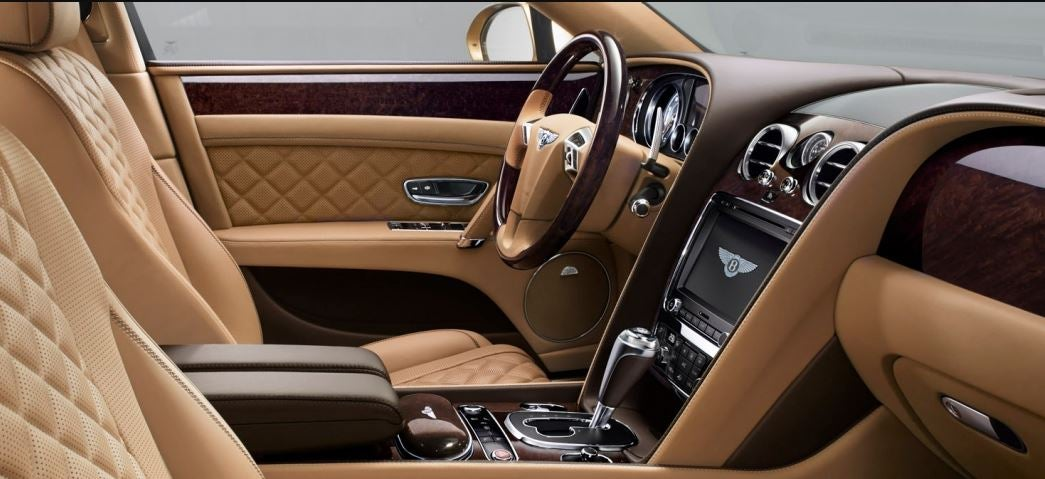 Interior del Bentley Flying Spur.