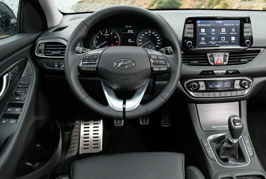 Interior del Hyundai i30 Fastback 2018.