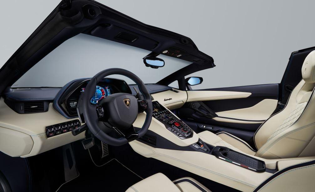 Interior del Lamborghini Aventador S Roadster.