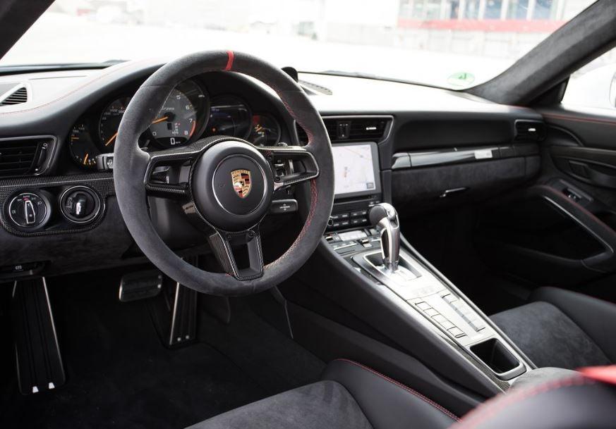 Interior del Porsche 911 GT2 RS.