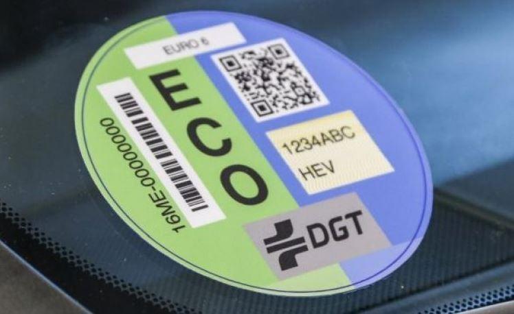 Cómo funcionan las etiquetas medioambientales de la DGT