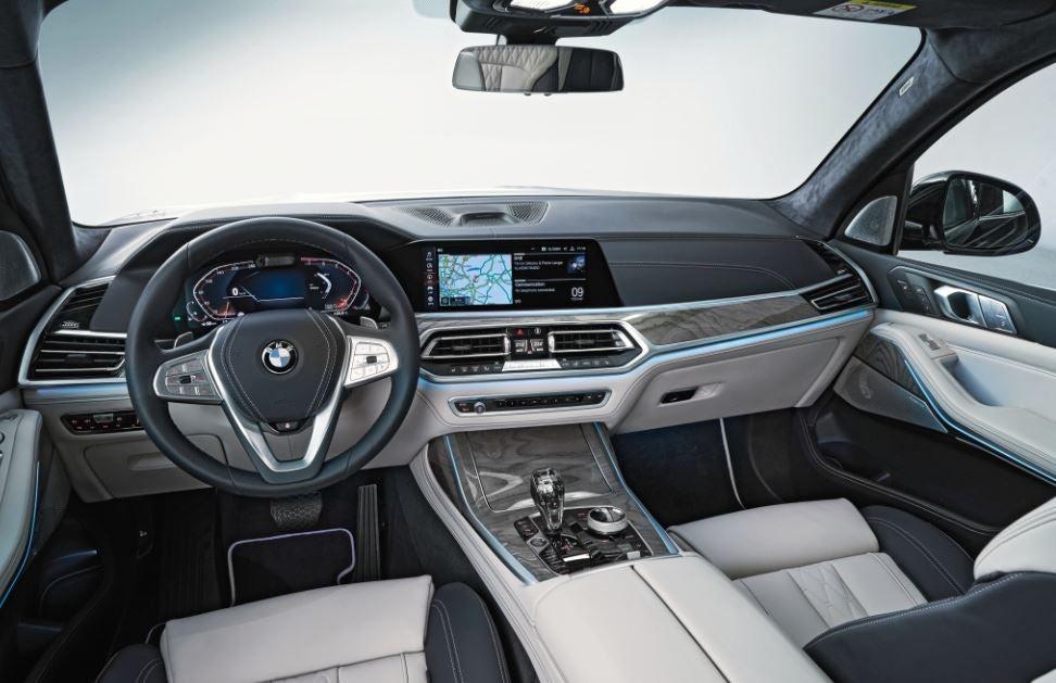Interior del BMW X7.