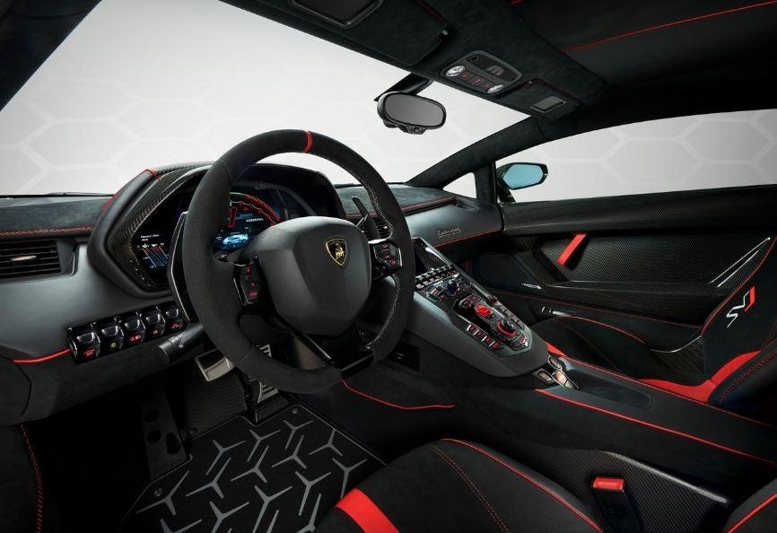 Interior del Lamborghini Aventador SVJ.