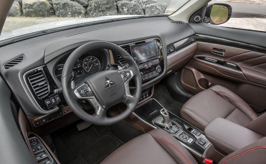 Interior del Mitsubishi Outlander PHEV.
