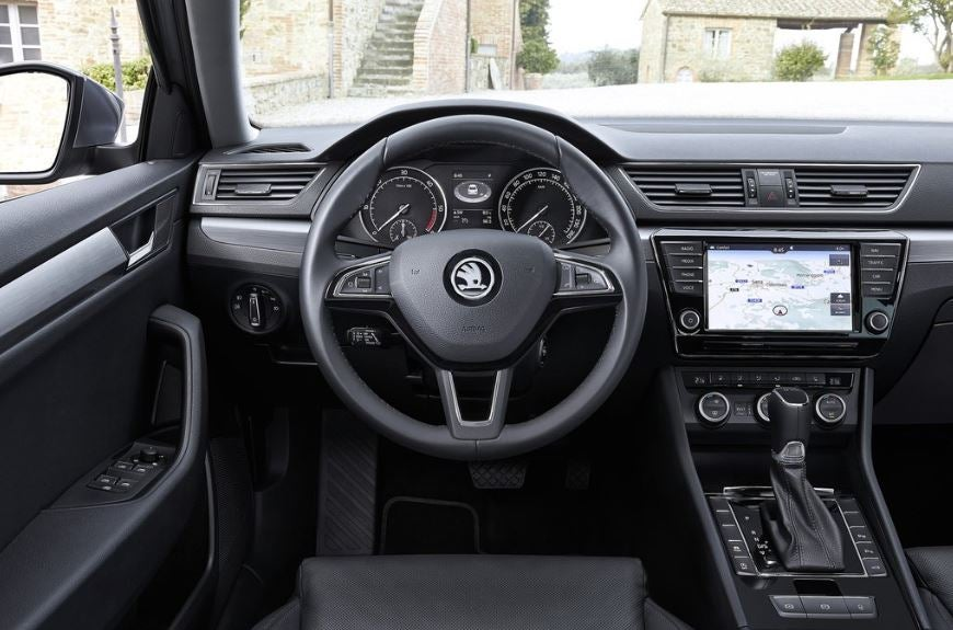 Interior del Skoda Superb.