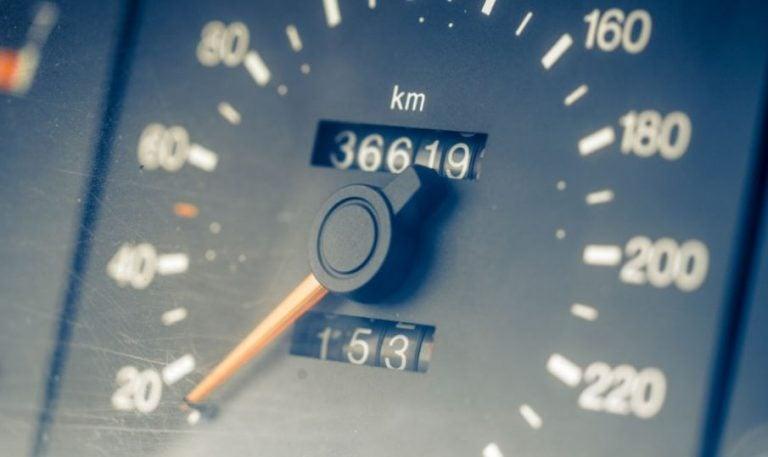 ¿Es legal manipular el kilometraje de los coches?