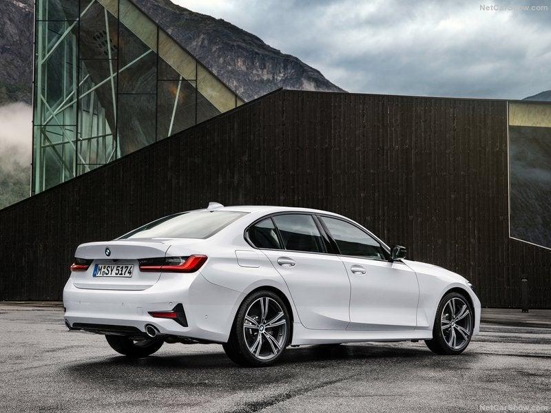Vista trasera BMW 3 Series 2019