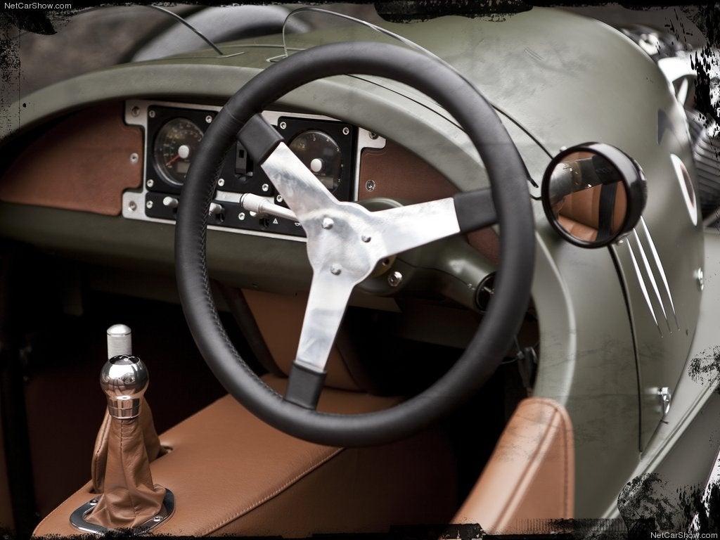Volante e interior del Morgan 3 Wheeler