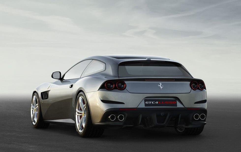 Ferrari Purosangue vista trasera