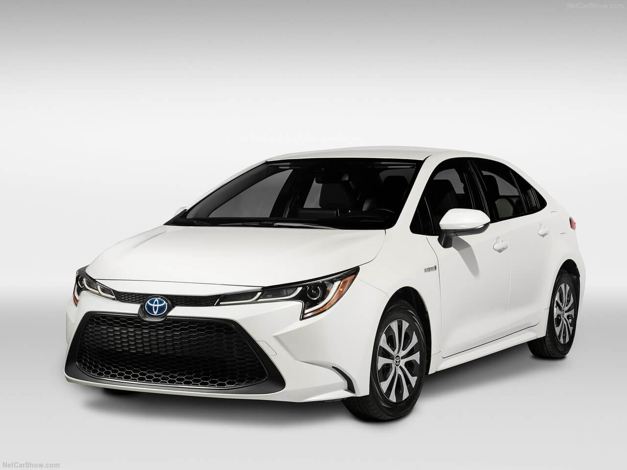 Vista delantera Toyota Corolla hibrido version americana 2020