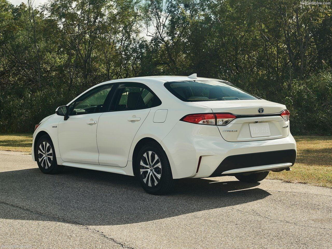 Parte trasera Toyota Corolla Hibrido version americana 2020