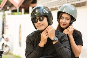 Para-elegir-los-mejores-cascos-de-moto-conviene-valorar-las-distintas-opciones