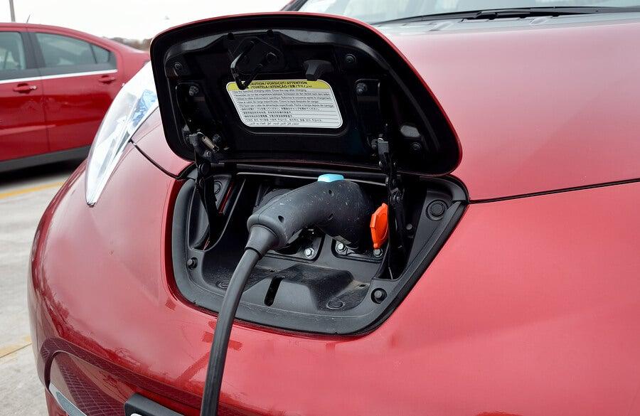 Multas para las gasolineras que no dispongan de puntos de carga eléctricos