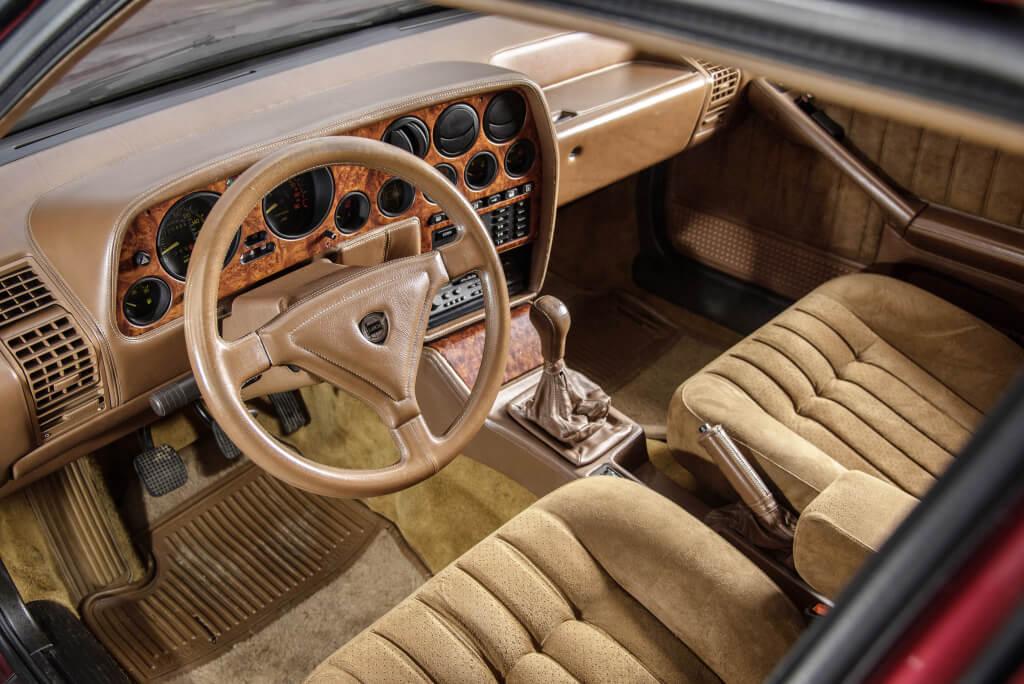 Lancia Thema 8.32: interior