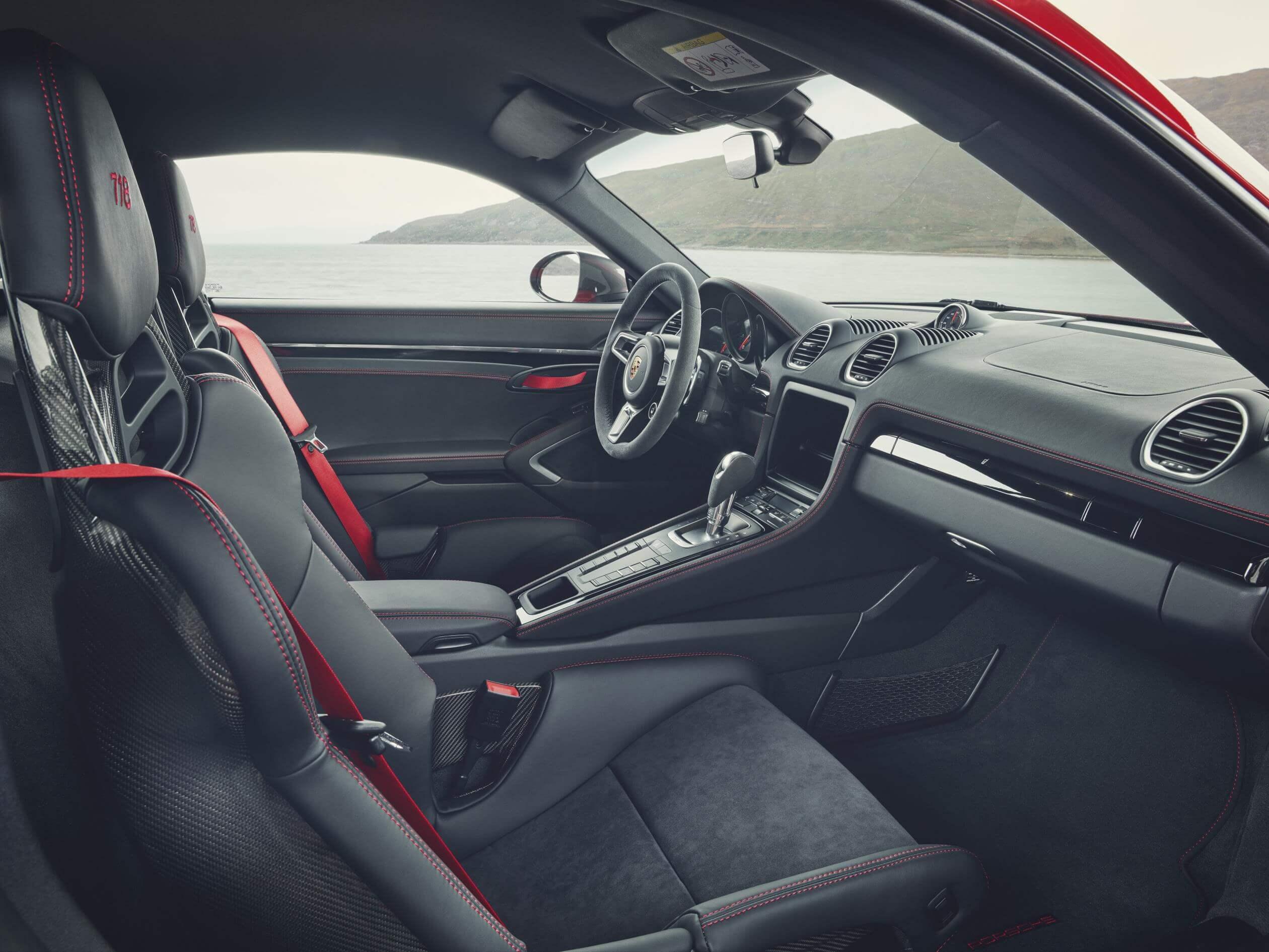 Porsche 718 T: interior