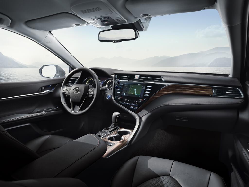 interior toyota camry hybrid