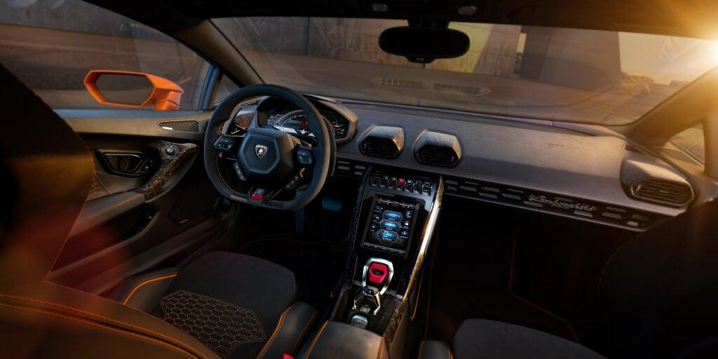 Lamborghini Huracan EVO: interior.