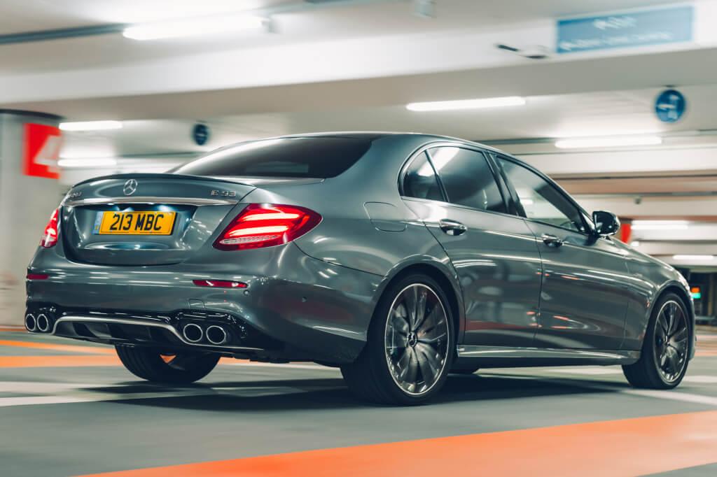 Mercedes-AMG E53 sedán:vista trasera