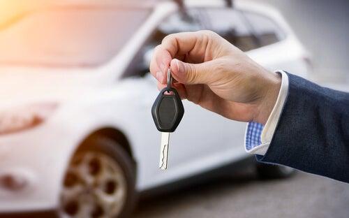 ¿En qué debemos fijarnos al comprar un vehículo nuevo?