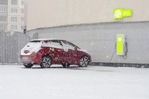 5 tips para conducir un coche eléctrico en invierno