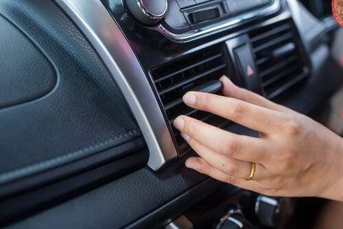 ¿Funciona bien el aire acondicionado de tu coche?