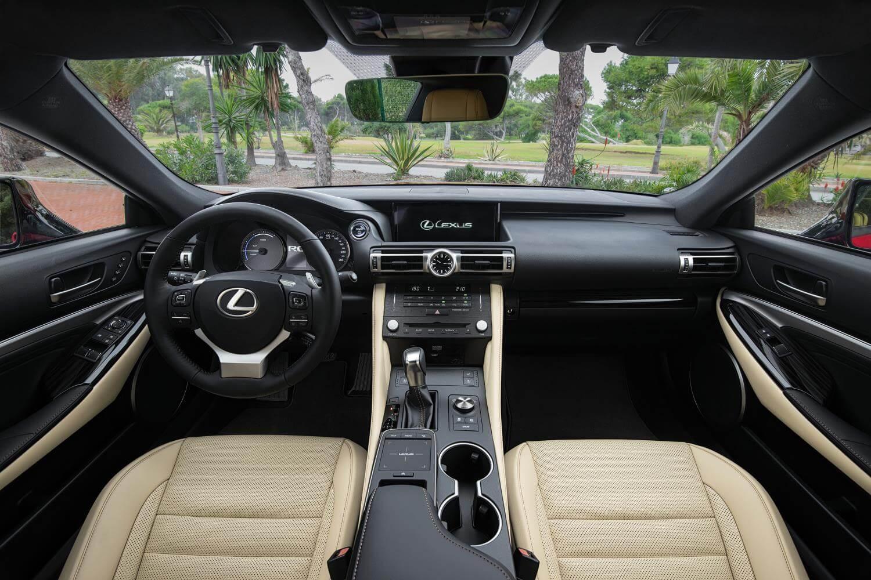 Lexus RC 300h: interior