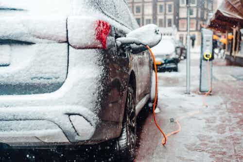 El mantenimiento del coche eléctrico en invierno