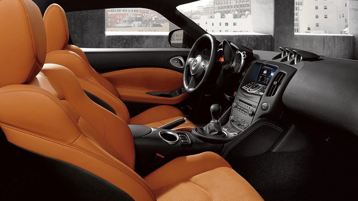 Nissan 370Z: interior