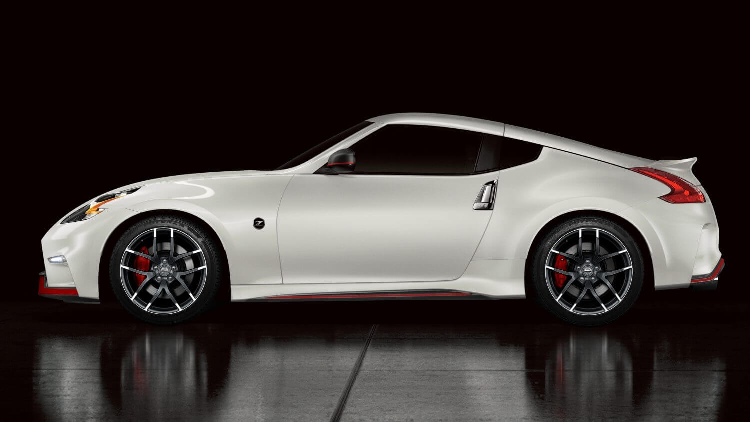 Nissan 370Z NISMO: lateral