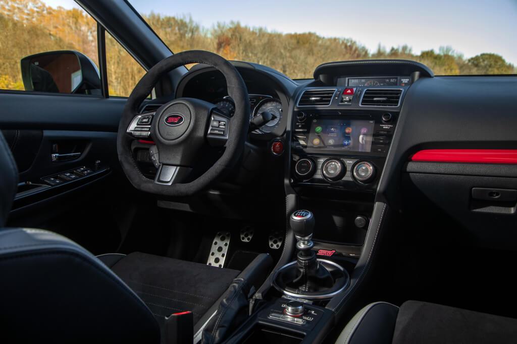 Subaru WRX STI S209: habitáculo.