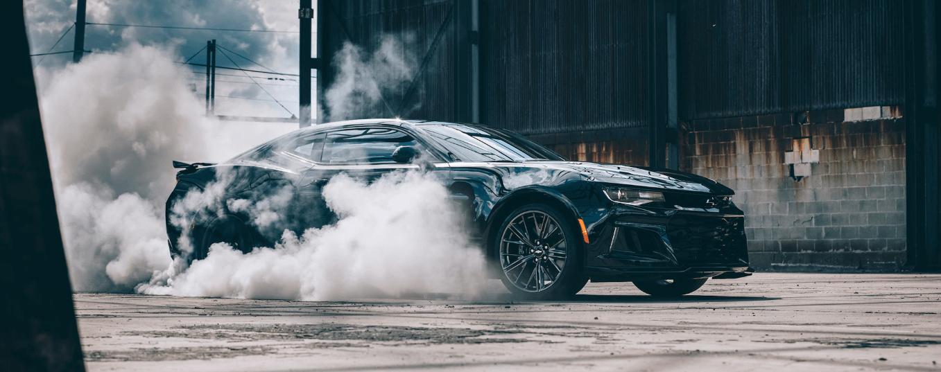 El Chevrolet Camaro ZL1 quemando rueda.