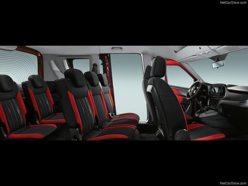 Fiat Dobló con las tres filas de asientos.