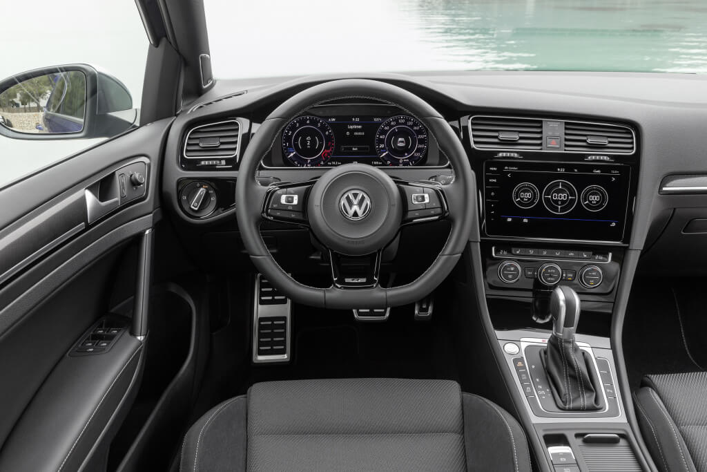 Volkswagen Golf R: interior