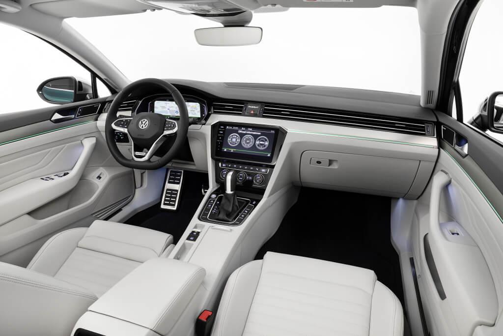 Volkswagen Passat 2019: habitáculo.