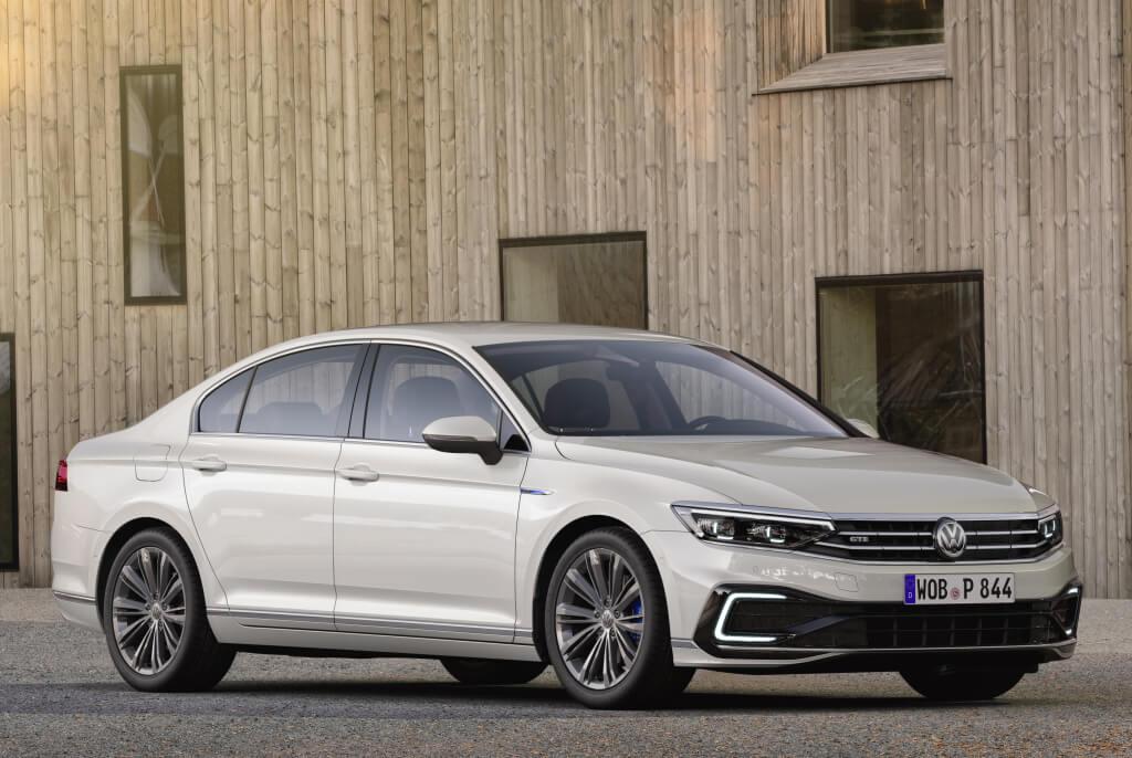 Volkswagen Passat GTE 2019: frontal.