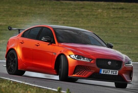 Jaguar XE SV Project 8: la berlina más rápida del mundo tenía que ser inglesa