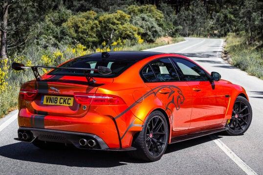 Jaguar XE SV Project 8: trasera