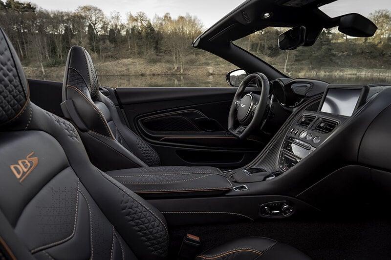 Aston Martin DBS Superleggera Volante: interior