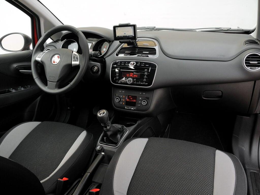 Fiat Punto: interior.