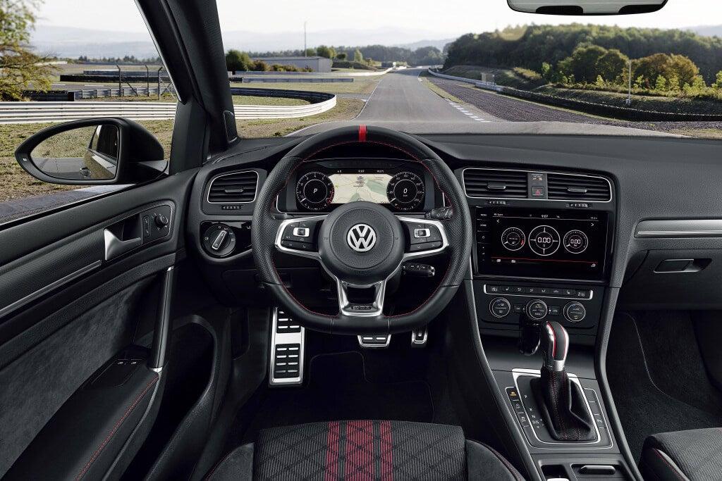 Interior del Volkswagen Golf GTI TCR.